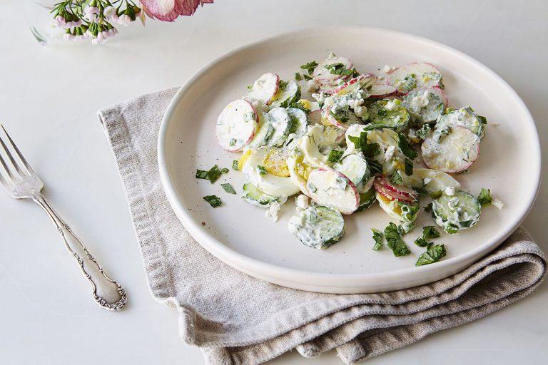 Салат из редиса с сырным соусом