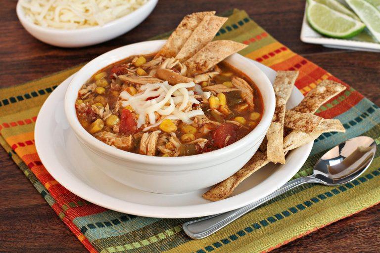 Овощной суп с хлебными чипсами