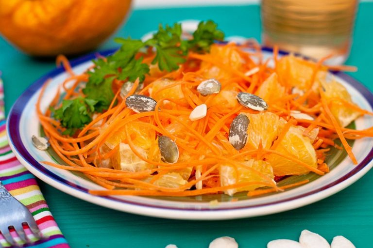 Салат из моркови и апельсина